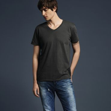 Camiseta cuello pico hombre 982 ANVIL