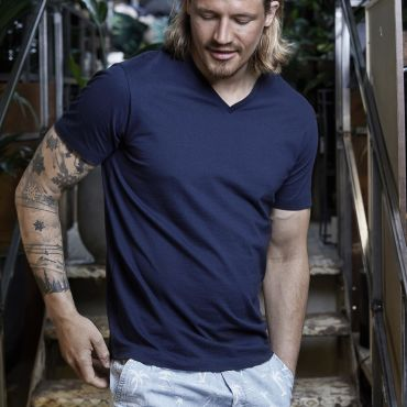 Camiseta cuello de pico premium hombre 8006 FASHION TEE JAYS